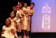 Montagem encanta crianças e adultos com fantasia e ensinamentos sobre a família. Ingressos custam até R$ 30.