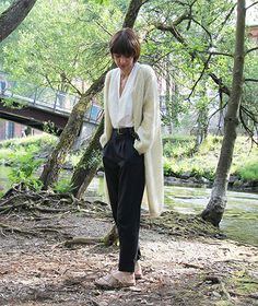 A long cardigan that is both simple and very lightweight. It is knitted on chunky needles, and is light as a feather and a delight to wear. Pickles, Suits, Fashion, Breien, Moda, La Mode, Fasion, Wedding Suits, Pickling