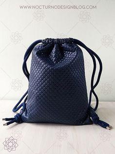 Tutorial de costura: Tula en acolchado. – Nocturno Design Blog Elegante Y Chic, Design Blog, Petunias, Drawstring Backpack, Backpacks, Bags, Fashion, Leather, Couture Facile
