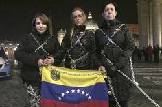 """Catorce políticos presos, recluidos en la sede del Servicio Bolivariano de Inteligencia de Venezuela (Sebin, Helicoide), se declararon hoy en """"huelga de hambre indefinida"""" ante lo que consideran el incumplimiento del Gobierno de los acuerdos que se alcanzaron en la mesa de diálogo el pasado 12 de noviembre.</p>"""