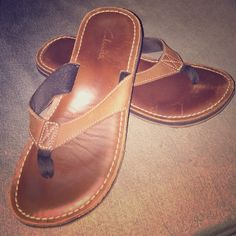 16658aaae8b5 Clarks brown real leather flip flops size 7 These Clarks light brown  leather flip flops are
