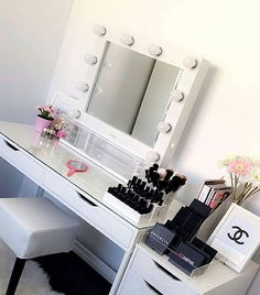 Working with @glamourmakeupmirrors this weekend! Go check out their website for all their gorgeous products, amazing features and great prices! Link in their bio, or dm me for more info on anything ❤