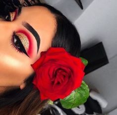 Makeup red eyeshadow make up brows Super Ideas Glam Makeup, Red Eye Makeup, Makeup Eye Looks, Baddie Makeup, Colorful Eye Makeup, Hair Makeup, Makeup Art, Cute Eyeshadow Looks, Disney Eye Makeup