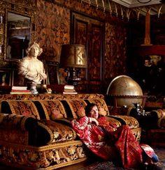 Nureyev 23 quai Voltaire, his Parisian address.
