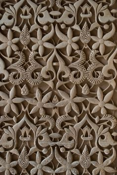 Relief pattern wall in the Alhambra, Granada, Spain. Remember that if you wish to visit the Alhambra, you have to reserve before. Pattern Wall, Wall Patterns, Textures Patterns, Print Patterns, Pattern Design, Islamic Architecture, Art And Architecture, Architecture Details, Arabesque