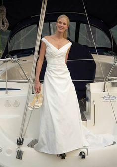 Online Sale Elegant V-neck Satin Off The Shoulder Empire Waist 2012 Wedding Gown (BWD-007)