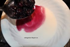 A Scandinavian drink made from blueberries! Called Blåbärssoppa- don't let the name deter you from trying this delicious drink! Healthy Desserts, Yummy Drinks, Panna Cotta, Blueberry, Scandinavian, Berries, Soup, Marimekko, Cooking