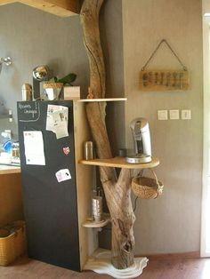 Tronco utilizado em cozinha... recebeu adaptações de pequenas prateleiras.Assim teremos uma decoração funcional. :)