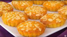 Het recept van kleine vanille Basbousat's, lekker zacht en snel te maken. Meestal kom je recepten tegen van grote basbousa die later gesneden moet worden. Deze zijn al klein en je kunt ze ook zo serveren met lekker na3na3 thee:). In plaats van vanille kun je een andere smaak gebruiken.