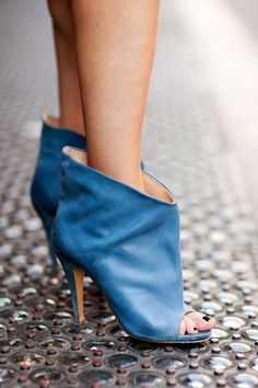 Maison Martin Margiela shoes –more street-spotted accessories after the jump!