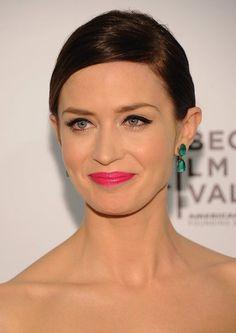 Bright pink lipstick, green earrings. So pretty.