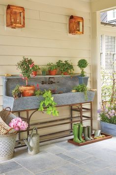Southern Living Idea House in Charlottesville, VA This potting bench is heaven! Outfitted with a boot tray, antique olive baskets, and well worn gardening supplies, we could definitely become a green thumb with this kind of workspace. Outdoor Kitchen Sink, Outdoor Sinks, Outdoor Garden Sink, Garden Benches, Lavabo Exterior, Exterior Siding, Potting Station, Potting Tables, Potting Bench With Sink