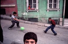Alex Webb / Magnum Photos | Istanbul, Turkey. 2001. Children playing in Galatasaray • http://blog.zernett.com/wp-content/uploads/2016/01/NYC28196-900x592.jpg • http://blog.zernett.com/?tag=alex-webb