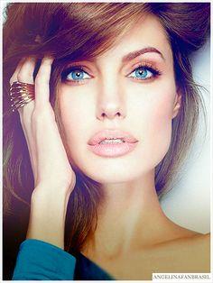 Angelina Jolie's makeup is always flawless