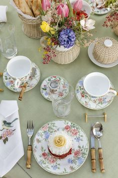 Mesa de café da manhã com tons delicados e muito amor!