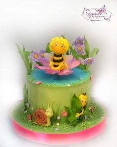 (9) Одноклассники Bee Cakes, Cupcake Cakes, Beautiful Cakes, Amazing Cakes, Bee Birthday Cake, Fondant Dog, Baby Girl Cakes, Custom Cakes, Baby Shower Cakes