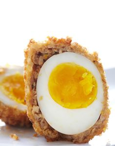 Scotch Eggs  Honest Cooking's Eric Isaac gets inspired by Heston Blumenthal's recipe for Scotch Eggs, and decides to give it a spin.