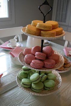 Moi!    Tein macaron-leivoksia siskoni kutsuille kahvipöytään. Olen tehnyt näitä muutamia kertoja ennenkin ja kuoret ovat aina onnistuneet,... Dairy, Cheese, Desserts, Food, Tailgate Desserts, Deserts, Meals, Dessert, Yemek