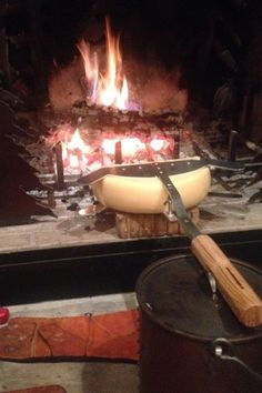 Raclette: All Fire and Flames - Discover The True Art of Cooking Raclette Recipes, Raclette Cheese, Raclette Party, Raclette Ideas, Romantic Dinner Recipes, Romantic Dinners, Swiss Cheese, Melted Cheese, Swiss Switzerland