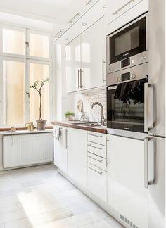 clean, modern kitchen. love the subway tile in this white kitchen.