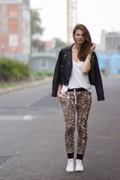 Mood Week // How to wear Leo Sweet Pants // How to wear Leo Print More on whaelse.com http://www.whaelse.com/leo-sweet-pants/ #leoprint #leopard #sweatpants #sweetpants