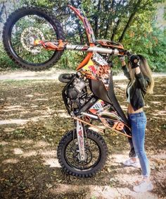"Girl makes a standing superman trick on KTM on the ground ""FMX"" Scooter Motorcycle, Motorcycle Outfit, Lady Biker, Biker Girl, Supermoto Racing, Motocross Girls, Dirt Bike Girl, Fox Racing, Dirtbikes"