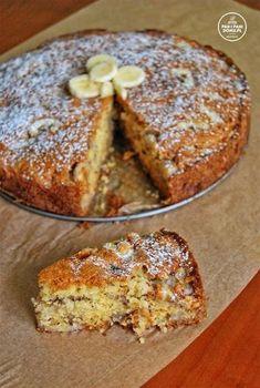 Ciasto ideał :) Dosłownie...Uwielbiam banany a do tego przygotowanie go trwa 10 minut. Wystarczy odpowiednio połączyć składniki, dodać banany i już ciasto bananowe jest gotowe do piekarnika. Jest perfekcyjnie wilgotne, dokładnie tak jak lubię. :) Minusem tego ciasta jest to, że rozchodzi się szybciej jak powstało. Składniki: 4 mocno dojrzałe banany Sweet Desserts, No Bake Desserts, Sweet Recipes, Cake Recipes, Dessert Recipes, Healthy Cake, Healthy Desserts, Polish Desserts, Pumpkin Cheesecake