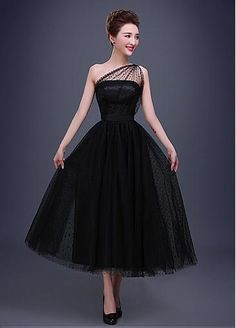 Cheap gown prom, Buy Quality gown party dress directly from China gown dress Suppliers: Vestidos De Festa Curto A Line Scoop Neck one Shoulder Tea Length Short Black Prom Dresses Women Formal Party Gown A Line Evening Dress, Long Evening Gowns, Black Evening Dresses, Black Prom Dresses, Tulle Prom Dress, Pretty Dresses, Sexy Dresses, Vintage Dresses, Beautiful Dresses
