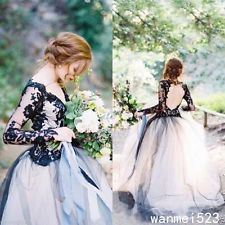 Nádherná gotická Black and White / Light Grey svadobné šaty V Neck Svadobné šaty