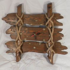 35 ideas diy wood wall clock house for 2019 Rustic Wall Clocks, Farmhouse Wall Clocks, Wood Clocks, Clock Wall, Diy Wood Wall, Wooden Walls, Diy Yard Decor, Old Fences, Into The Woods