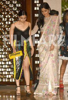 Still Saree makes you beautiful Bollywood Images, Indian Bollywood, Bollywood Fashion, Bollywood Actress, Bollywood Stars, Beautiful Saree, Beautiful Indian Actress, Beautiful Actresses, Alia Bhatt Photoshoot