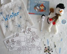 Winter taal/verteltas  Winter literacy bag Literacy Bags, Preschool Literacy, Kindergarten, Teaching Schools, Thematic Units, Busy Bags, Classroom Fun, Winter Theme, Kids Playing