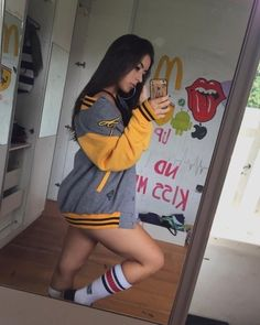 Foto Casual, Western Girl, Cute Girl Photo, Insta Photo Ideas, Girls Selfies, Tumblr Outfits, Aesthetic Girl, Girl Photos, Cute Girls