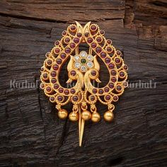 Silver Hair brooch with spinal ruby green stone made of pure silver and gold polish! Fancy Jewellery, Latest Jewellery, Stylish Jewelry, Temple Jewellery, Hair Jewelry, Bridal Jewelry, India Jewelry, Bridal Accessories, Body Jewelry