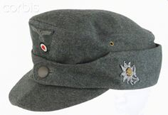 World War II, Nazi Germany ,Wehrmacht enlisted man's mountain troops cap Ww2 Uniforms, German Uniforms, Germany Ww2, Military Cap, German Army, Armies, World War Two, Soldiers, Wwii