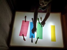 Nuestros materiales para la mesa de luz - Tigriteando Reggio Emilia, Sensory Table, Infant Activities, Light And Shadow, Kids Education, Light Table, Preschool, Table Lamp, Diy