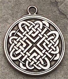 el nudo celta del amor - El nudo perenne del amor, que no se puede deshacer. Este símbolo eraintercambiado por los amantes en señal de que su relación era para siempre.Representa el complemento, el apoyo y la fusión de la pareja.