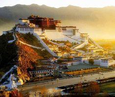 チベットのポタラ宮。        The Temple of Potala in Tibet.