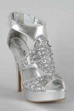 Teens Sandals sparkly | Zilveren glitter hoge hakken met spikes, klassieke high heels shop je ... Heeled Boots, Shoe Boots, Shoes Heels, Pretty Shoes, Cute Shoes, Prom Shoes, Wedding Shoes, High Heels Shop, Christmas Party Outfits