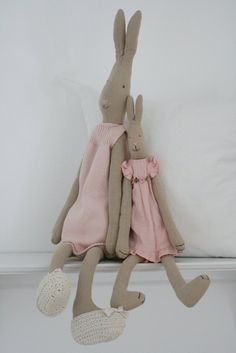Always my favourite - bunny Maileg Bunny, Bunny Bunny, Bunny Rabbits, Rabbit Colors, Techniques Couture, Fabric Animals, Easter Bunny Decorations, Rabbit Toys, Sewing Toys