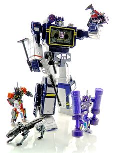 Transformers Masterpiece Soundwave with Laserbeak, Rumble, Ravage, Frenzy and Buzzsaw