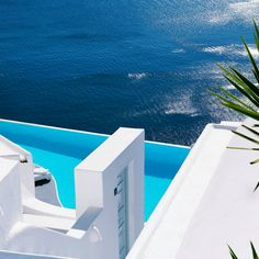 S U M M E R is coming... thesuites SANTORINI: www.thesuites.es #greece #santorini #blue #white #thesuites #nohotels