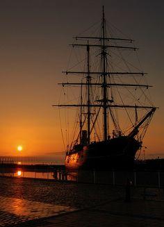 *Sunrise - Lochee, Dundee, Scotland (by stonefaction)