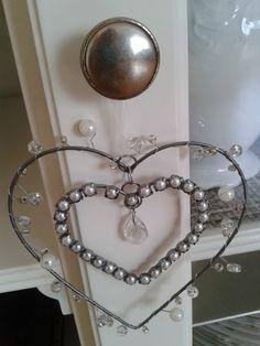 corazón de alambre con abalorios