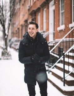 New York City Snow Day - Men's fashion ideas for snow in the city! Portrait Photography Men, Snow Photography, Photography Poses For Men, Mens Snow Fashion, Winter Fashion, Snow Day Outfit, New York Outfits, Winter Outfits Men, Winter Ootd