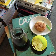 halolao coffee and books