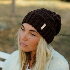 Шапка бини спицами схема. Вязаная шапка модная 2018 с косами