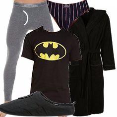 Uomo in casa, da solo? Slip neri sexy a righe, maglietta di un super eroe...per far trasparire il giocherellone che c'è in te. Calzamaglie termiche da utilizzare in casa e non, pantofole comode e un accappatoio molto sexy.