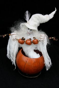 Gwendolyn OOAK Miniature Ghost Witch Figurine in Dried Gourd Halloween Arts And Crafts, Halloween Ghosts, Fall Halloween, Halloween Decorations, Halloween Scene, Haunted Dollhouse, Dollhouse Dolls, Dollhouse Miniatures, Dracula