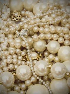 I would love to just let these pearls slip through my fingers over and over...